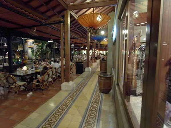 印尼峇里島Made's MARUNG餐廳庫塔店1 (17).JPG