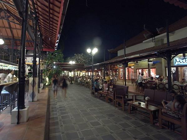 印尼峇里島Made's MARUNG餐廳庫塔店1 (18).JPG