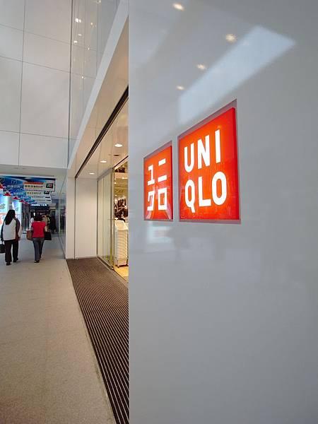 台北市明曜百貨:UNIQLO全球旗艦店.JPG