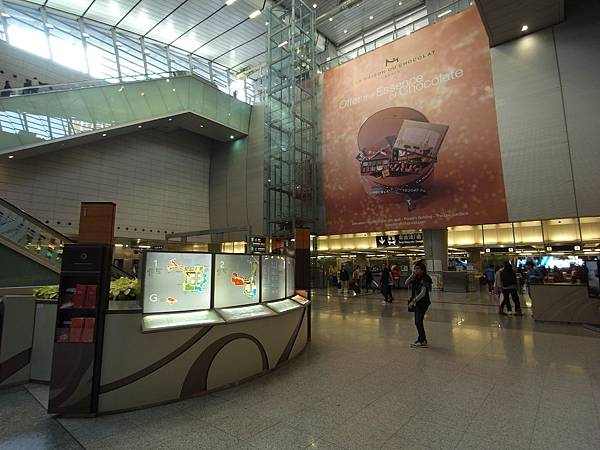 香港MTR九龍站 (1).JPG