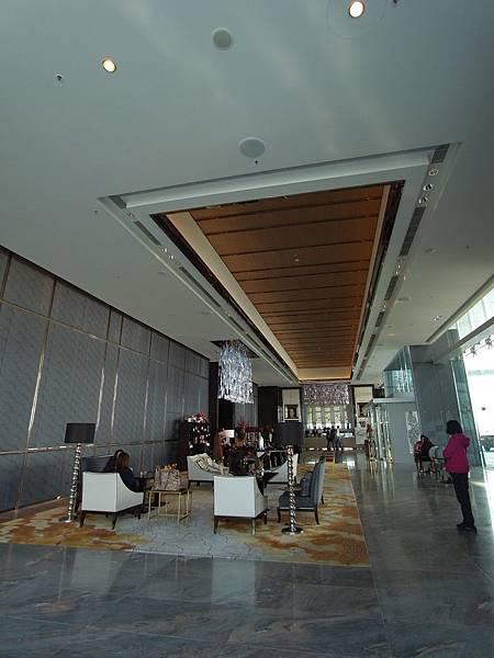 香港麗斯卡爾頓酒店:大廳 (5).JPG