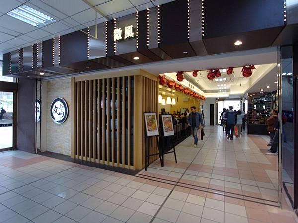台北市微風台北車站 (8).JPG