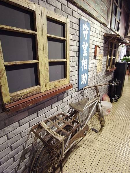 台北縣板橋大遠百:大食代 (7).JPG
