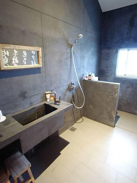 宜蘭縣頭城鎮合盛66民宿:2F起居室&共用衛浴 (3).JPG