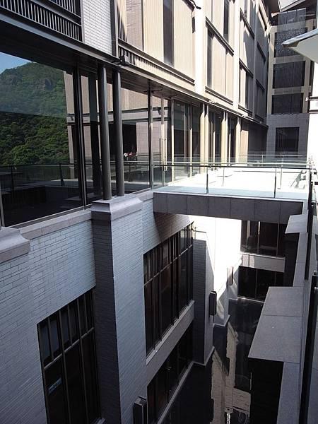 台北市北投麗禧溫泉酒店:外觀及空中水池 (7).JPG