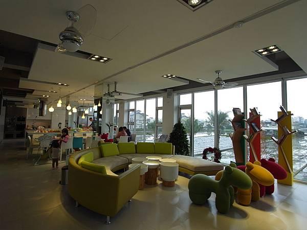 宜蘭縣羅東鎮調色盤築夢會館:客廳 (15)
