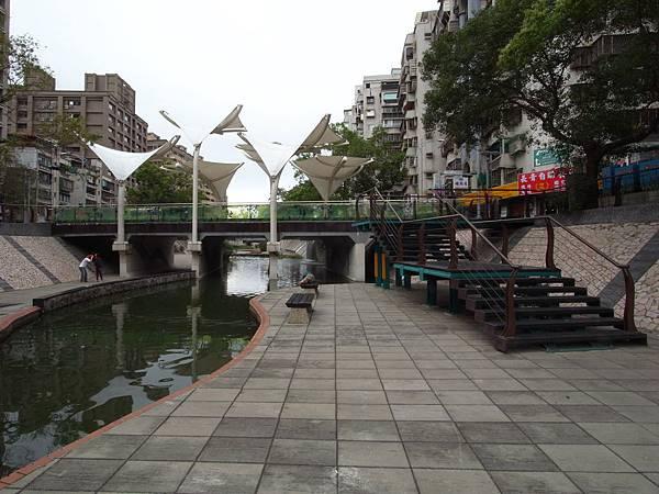台北縣新莊市中港大排 (4)