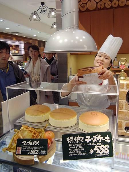 日本大阪市DAIMARU梅田店:りくろーおじさんの店大丸梅田店 (1)