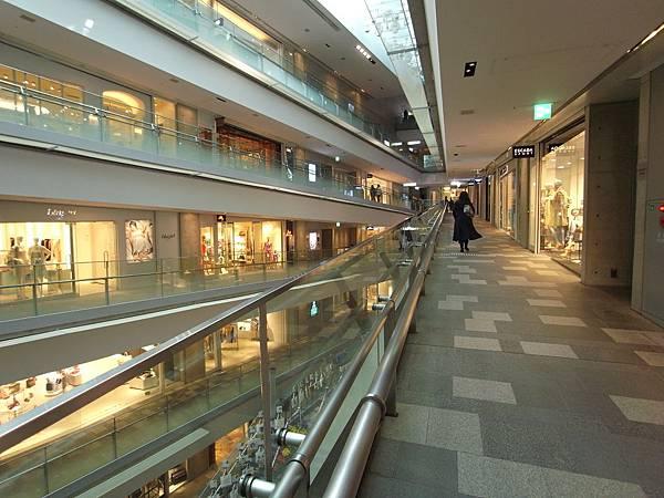 日本東京都OMOTESANDO HILLS (6)