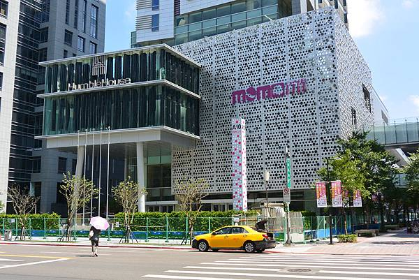 台北市富邦momo百貨信義A10【盜攝版】 (1)
