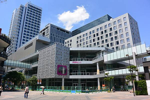 台北市富邦momo百貨信義A10【盜攝版】 (3)