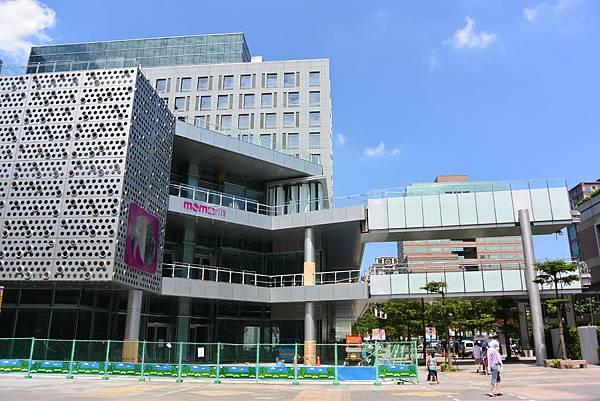 台北市富邦momo百貨信義A10【盜攝版】 (5)
