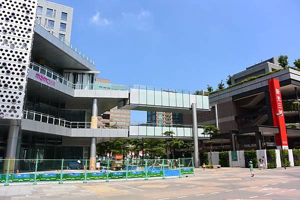 台北市富邦momo百貨信義A10【盜攝版】 (7)