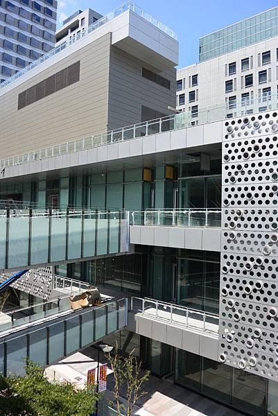 台北市富邦momo百貨信義A10【盜攝版】 (13)