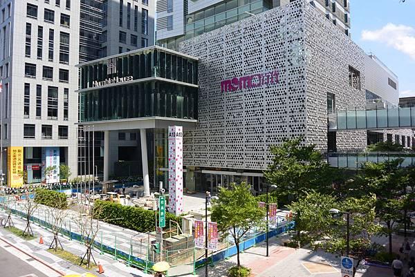 台北市富邦momo百貨信義A10【盜攝版】 (17)