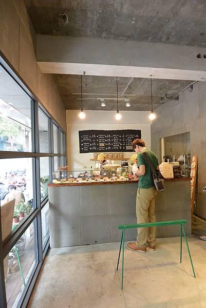 台中市haritts donuts & coffee台湾店 (1).JPG