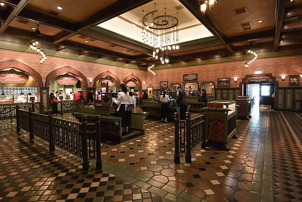 香港迪士尼樂園:大冒險家餐廳 (1).JPG