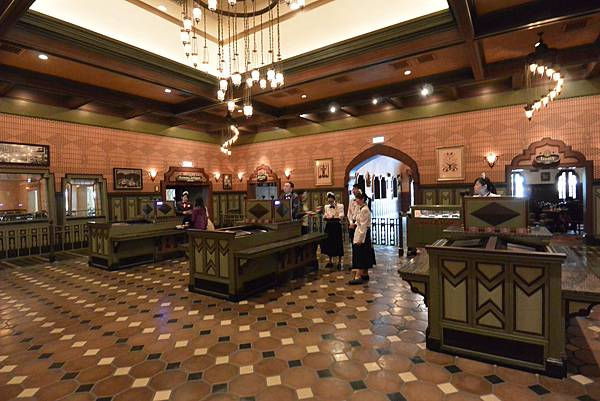香港迪士尼樂園:大冒險家餐廳 (5).JPG