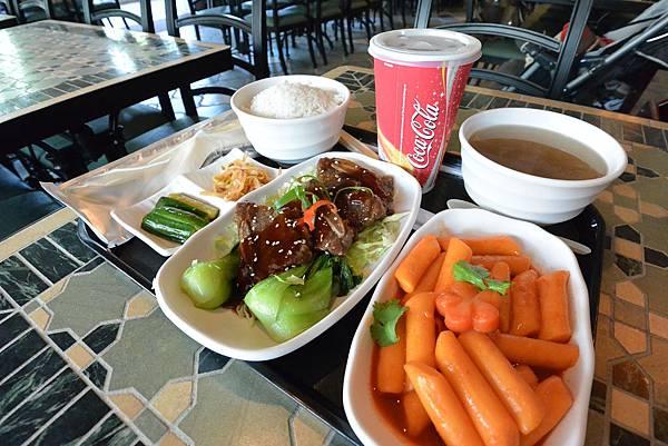 香港迪士尼樂園:大冒險家餐廳 (7).JPG