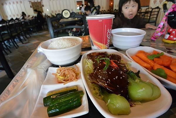 香港迪士尼樂園:大冒險家餐廳 (9).JPG