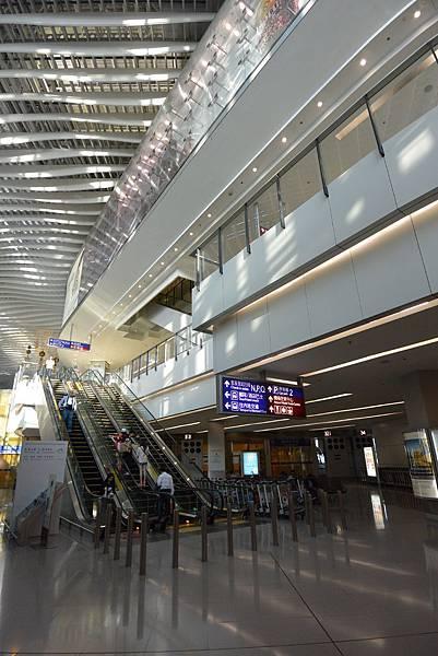 香港香港國際機場二號客運大樓 (19).JPG