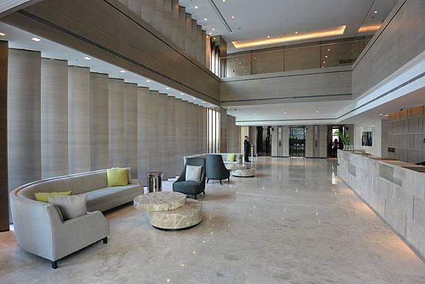 台北市寒舍艾麗酒店:接待櫃台+迎賓大廳.jpg