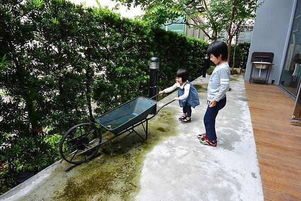 亞亞與查理哥哥 (3).JPG