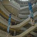 高雄市夢時代購物中心試營運蛋的空間仰景.jpg