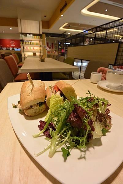 台北市KNUTSEN Petite Cafe信義新天地店 (8).JPG