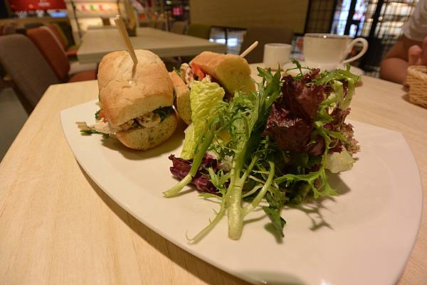台北市KNUTSEN Petite Cafe信義新天地店 (9).JPG
