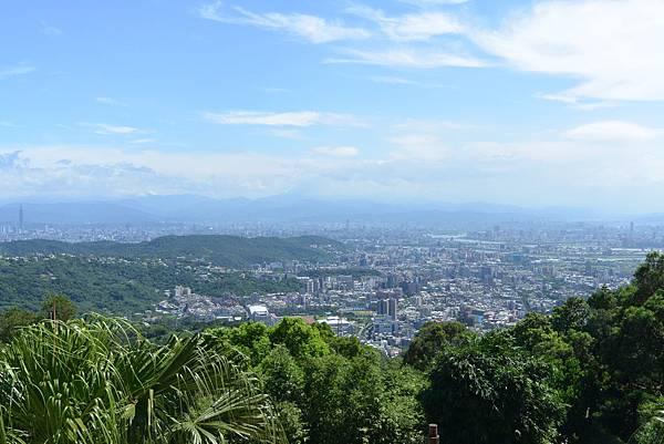 台北市屋頂上景觀餐廳 (7).JPG