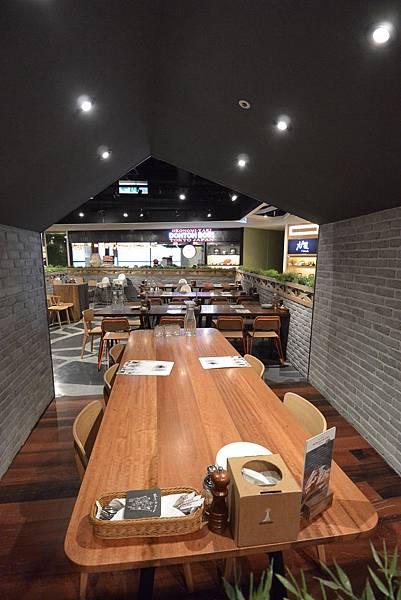 台北市薄多義義式手工披薩ATT店 (33).JPG