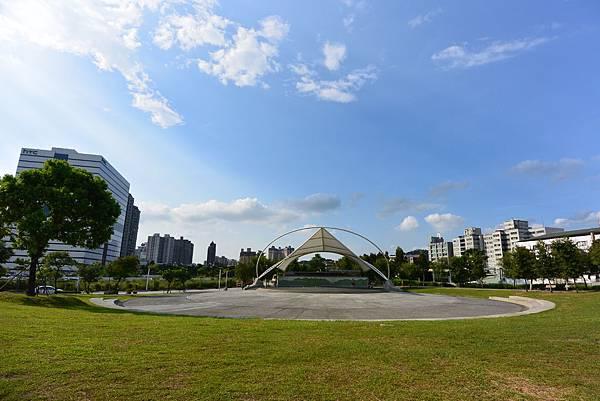 台北縣新店市裕隆公園 (1).JPG