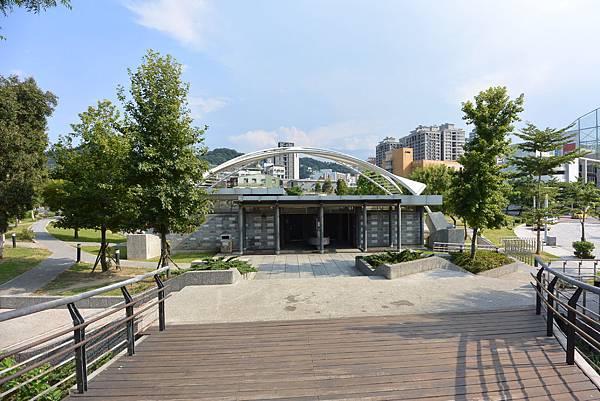 台北縣新店市裕隆公園 (5).JPG