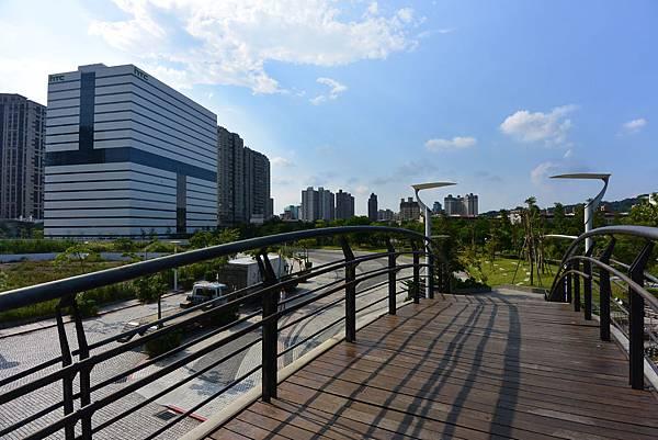 台北縣新店市裕隆公園 (6).JPG