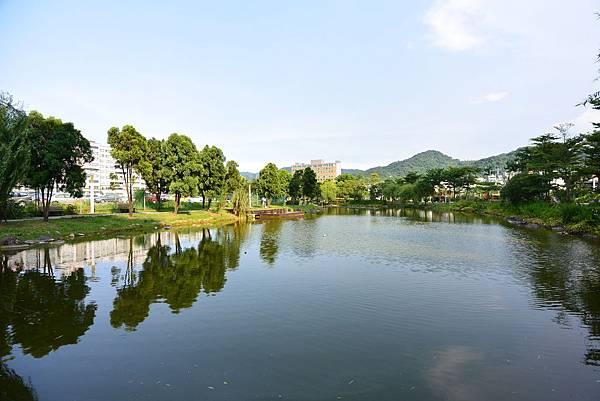 台北縣新店市裕隆公園 (14).JPG
