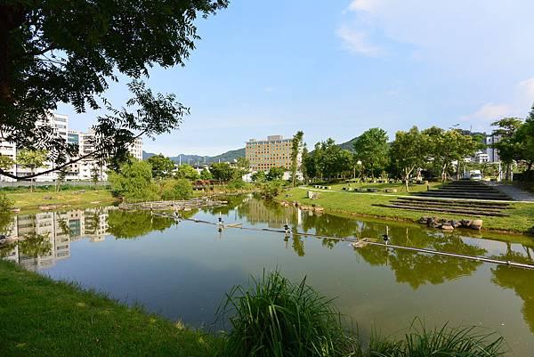台北縣新店市裕隆公園 (19).JPG