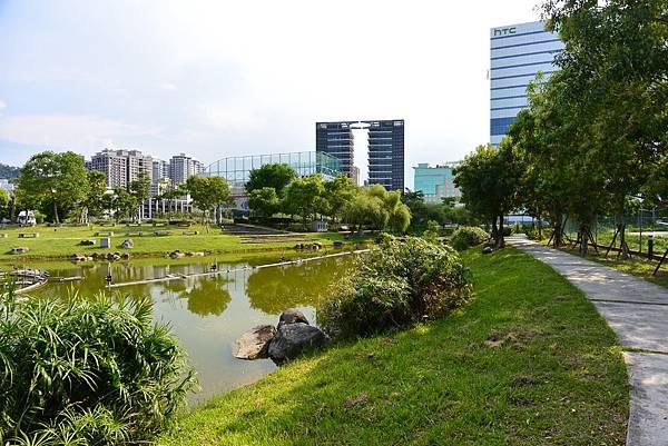 台北縣新店市裕隆公園 (20).JPG