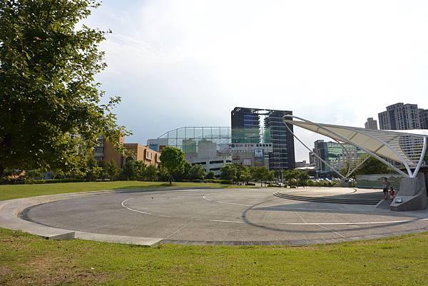 台北縣新店市裕隆公園 (24).JPG