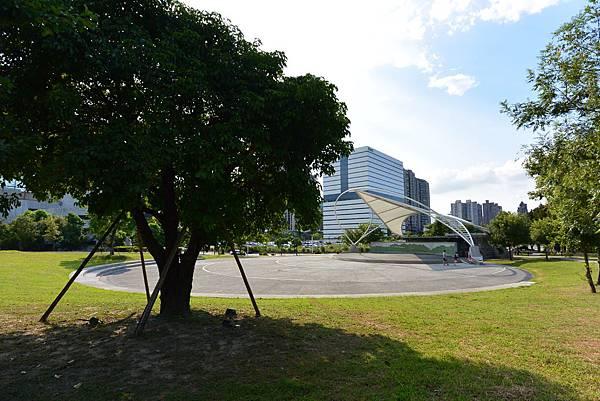 台北縣新店市裕隆公園 (25).JPG