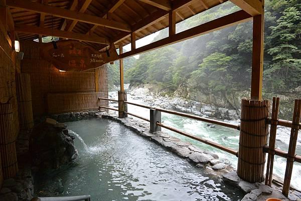 日本徳島県和の宿 ホテル祖谷温泉:男湯 渓谷の湯 (1).JPG