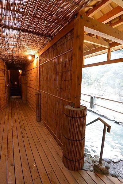 日本徳島県和の宿 ホテル祖谷温泉:男湯 渓谷の湯 (2).JPG
