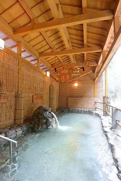 日本徳島県和の宿 ホテル祖谷温泉:男湯 渓谷の湯 (3).JPG