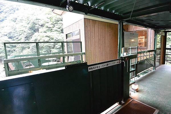 日本徳島県和の宿 ホテル祖谷温泉:男湯 渓谷の湯 (6).JPG