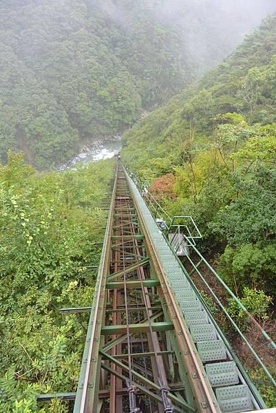 日本徳島県和の宿 ホテル祖谷温泉:男湯 渓谷の湯 (24).JPG