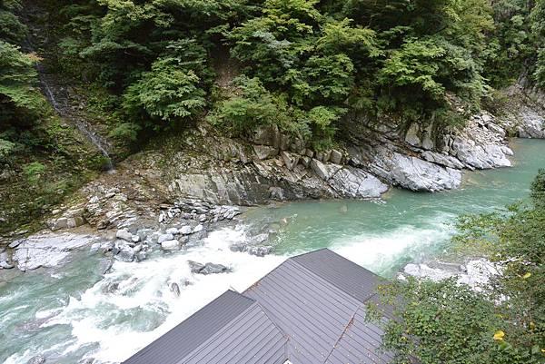 日本徳島県和の宿 ホテル祖谷温泉:男湯 渓谷の湯 (31).JPG