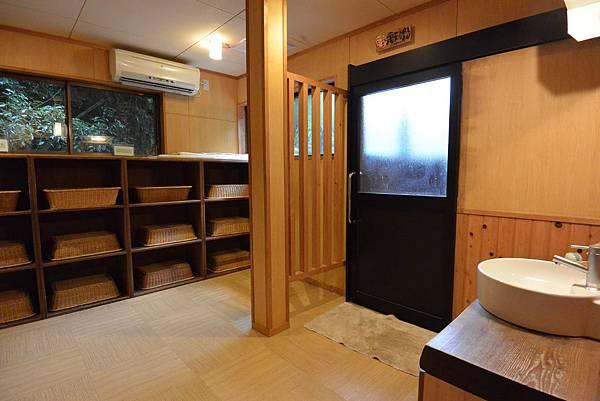 日本徳島県和の宿 ホテル祖谷温泉:男湯 渓谷の湯 (46).JPG