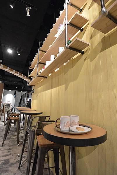 台北市FAVVI cafe微風松高店 (8).JPG
