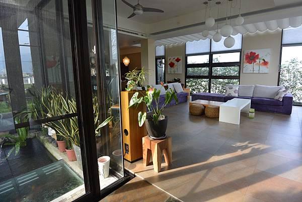 宜蘭縣礁溪鄉幸福99旅宿:客廳+餐廳2 (1).JPG