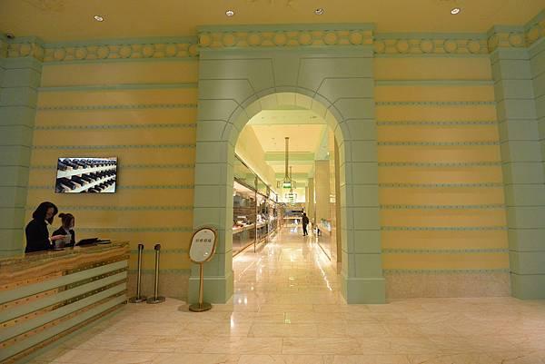 台中市台中林酒店:LV百匯 (9).JPG